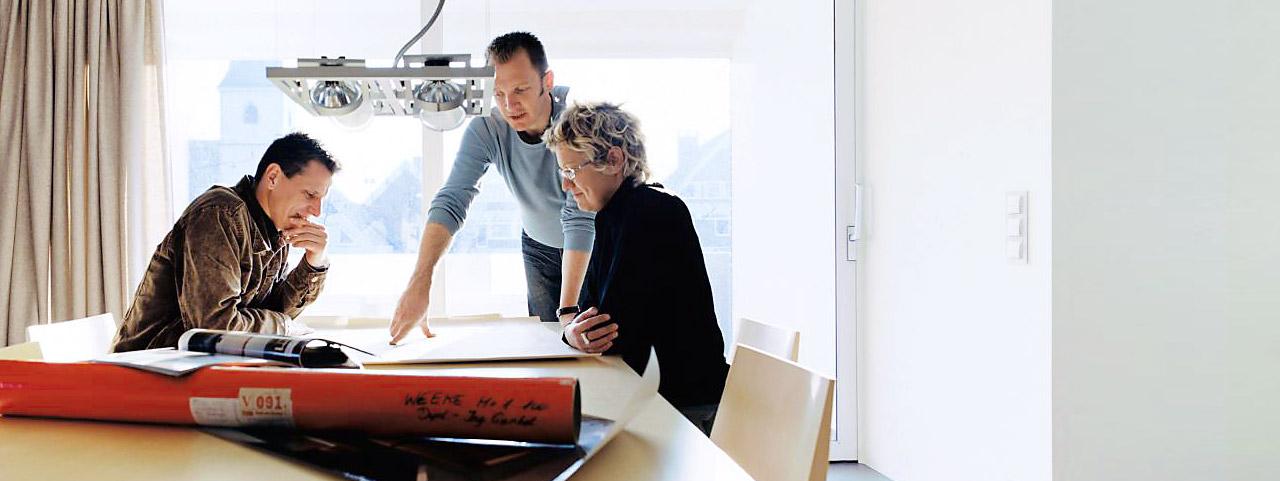 Olemme virallinen KNX-partneri ja taloautomaation edelläkävijä Suomessa. Ammattitaitoinen sähkösuunnittelu takaa onnistuneen taloautomaation